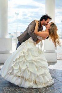 taniec ślubny młodej pary